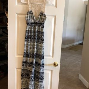 Poof. Maxi dress. Size small